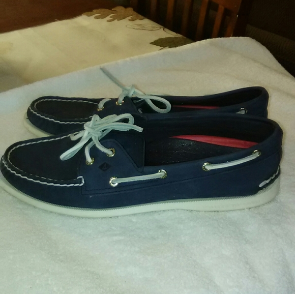 Sperry boat shoes blue